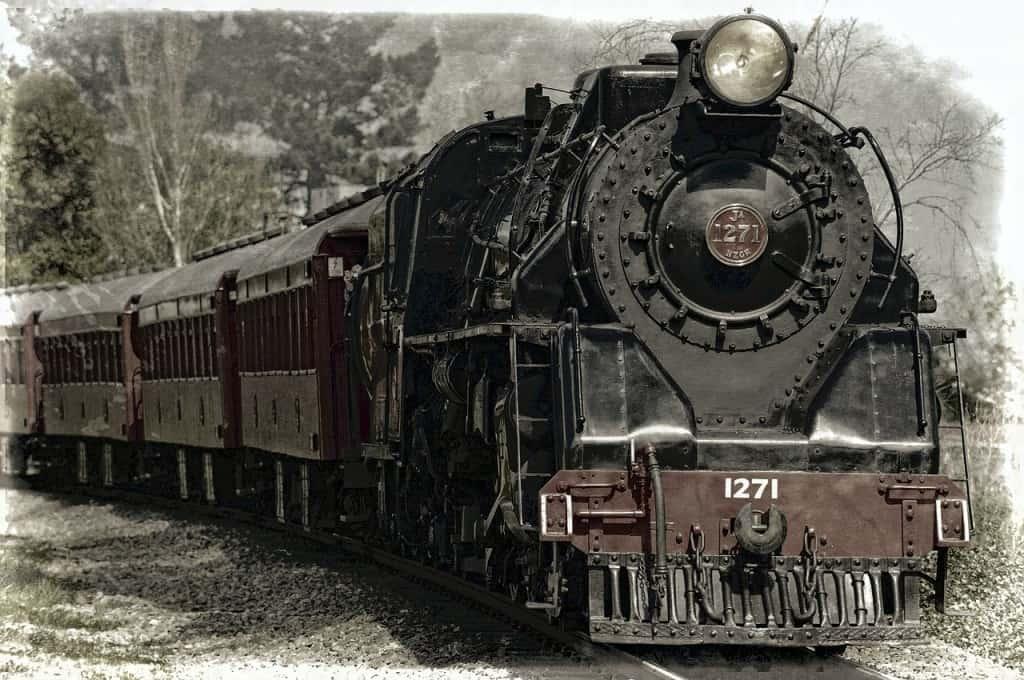 locomotive-222174_1280