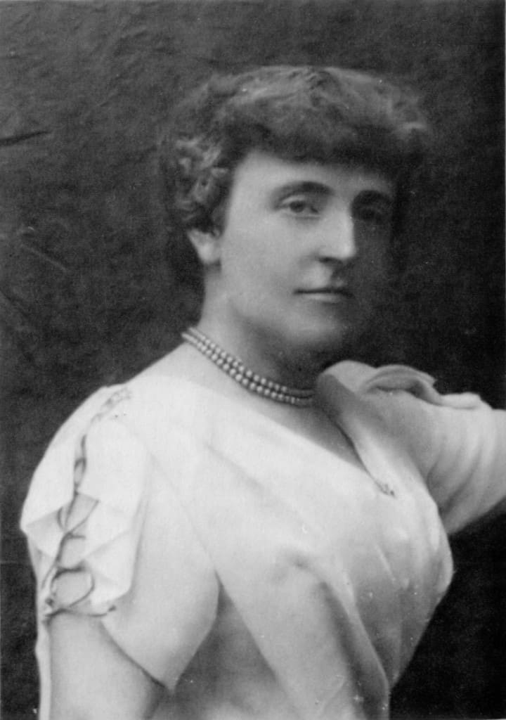 Image from http://en.wikipedia.org/wiki/Frances_Hodgson_Burnett